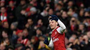 Oezil Perpanjang Kontrak di Arsenal