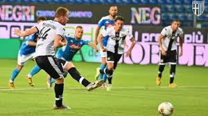 Parma Tundukkan Napoli 2-1